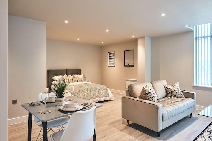 Chic & Luxurious Studio Apartment