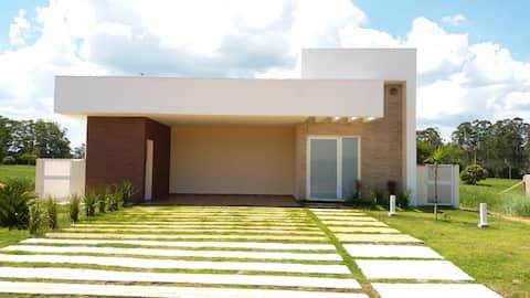Linda casa no Santa Bárbara Resort Residence