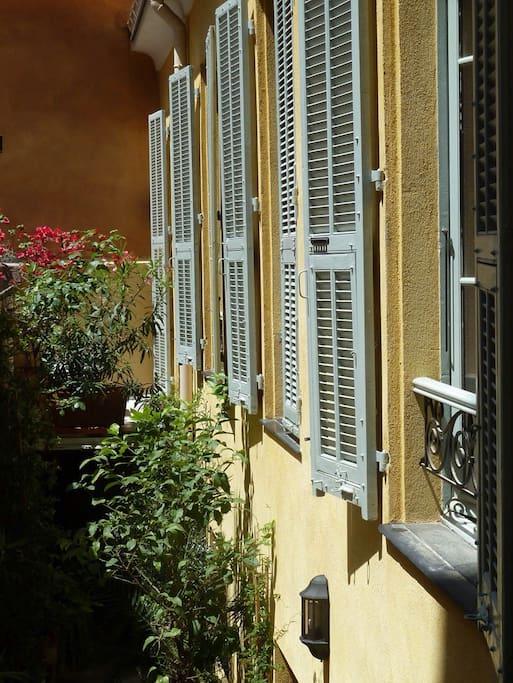 Maison aux couleurs typiquement niçoise