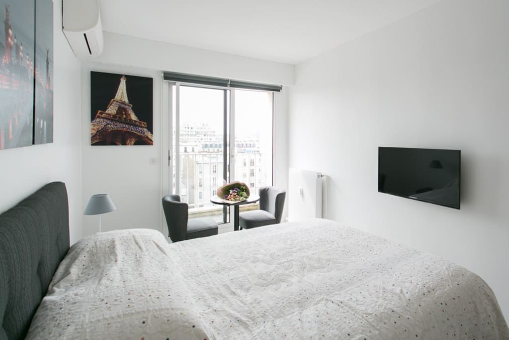 cosy studio near eiffel tower apartments for rent in paris idf france. Black Bedroom Furniture Sets. Home Design Ideas
