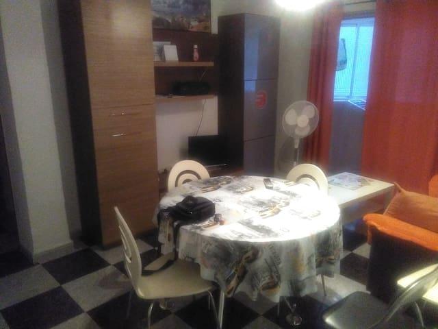 PISO ZONA TRANQUILA CON 3 HABITACIONES - Getafe - Apartment