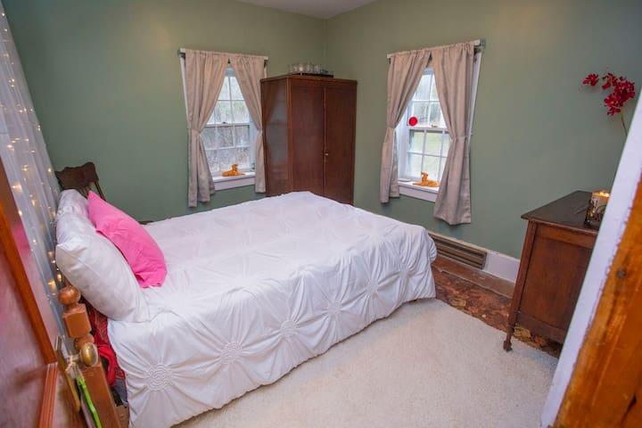 Bedroom 2 Mountain View