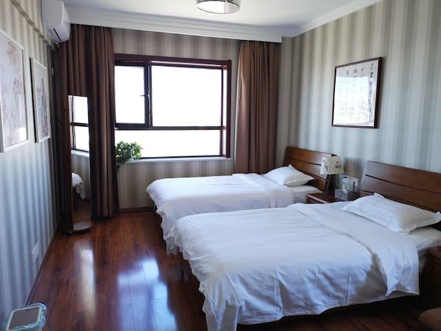 卧室2,1.2*2.0米单人实木床,两张,23厘米席梦思床垫
