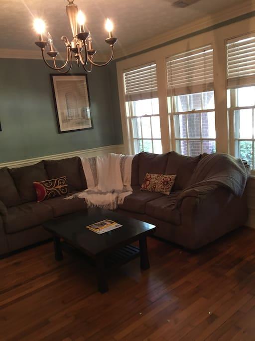 Living room (2/3)