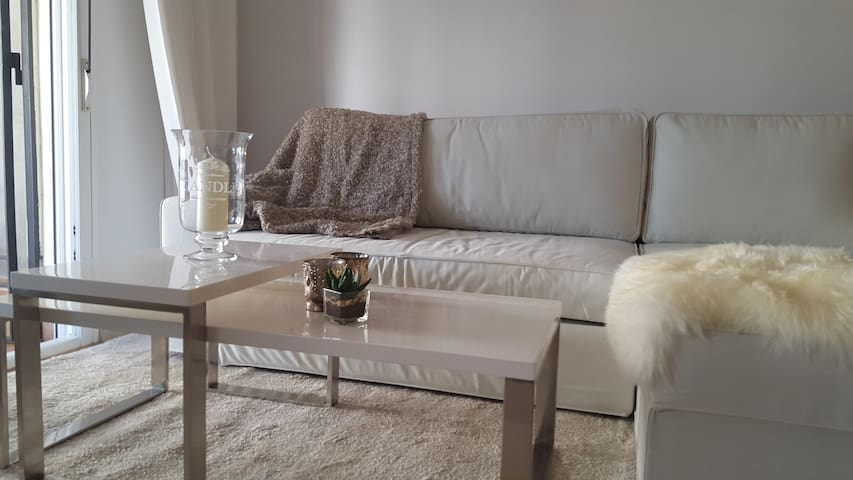 6 + 2-bed apartment with pool and terrace
