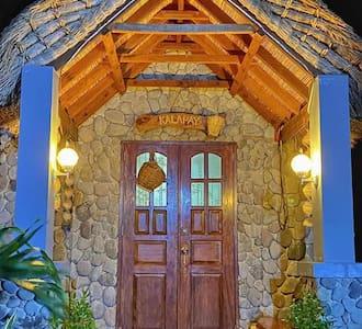 RL Puriran: Ivatan Stone House KALAPAY Garden View