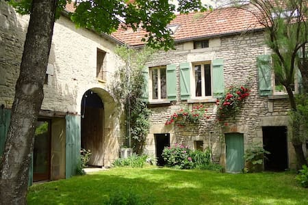 CHARMING VILLAGE HOUSE-GARDEN&RIVER - Cry sur Armançon - Ev