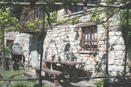 Rustic mountain lodge duly refurbis - Albogasio Superiore Valsolda - Cabane