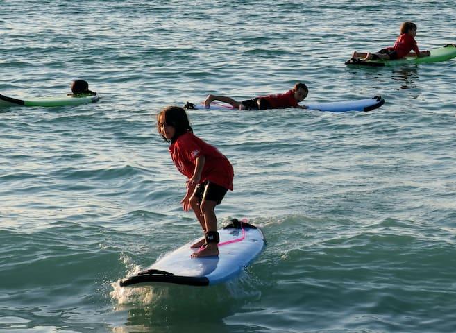 Bom-Bom Surf lesson & Hotel Sunset77