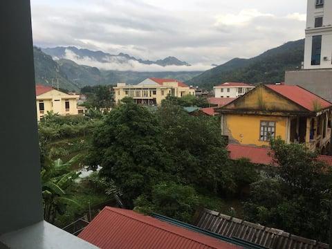 nhà có  nhìn ra đồi núi, phong cảnh thiên nhiên