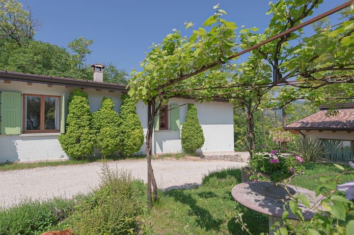 La casa nel bosco - Lago di Garda - Salò - Hus