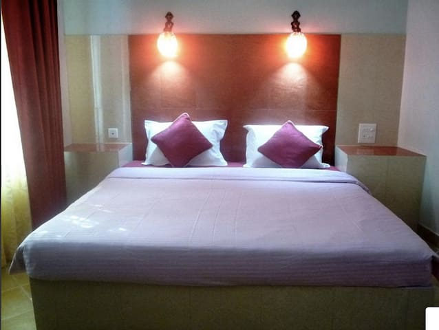 Luxurious Twin Bed Room Nr Taj Maha