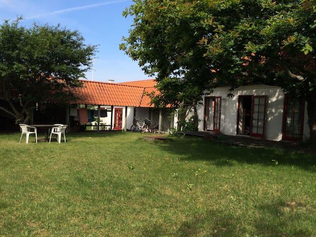 Hyggeligt hus ved havn og strand - Læsø - Mökki