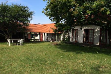 Hyggeligt hus ved havn og strand - Læsø - Sommerhus/hytte