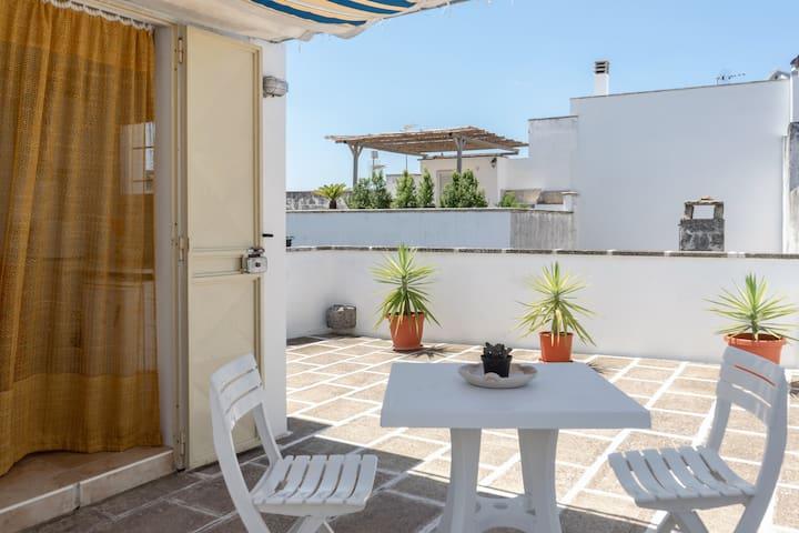 Casa con stanza climatizzata e terrazza