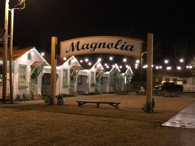 3V Tourist Courts @ Magnolia Cafe