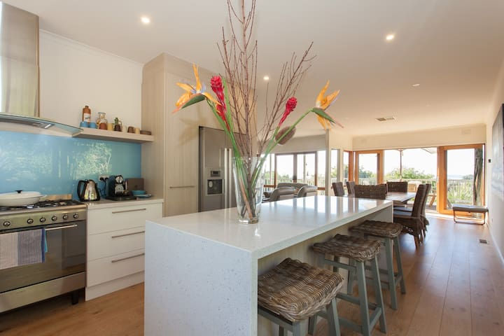 Resort style a/c 3 b/r bay views - Dromana - Huis