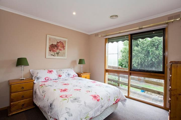Geelong Holiday Home (sleeps 14) - Grovedale