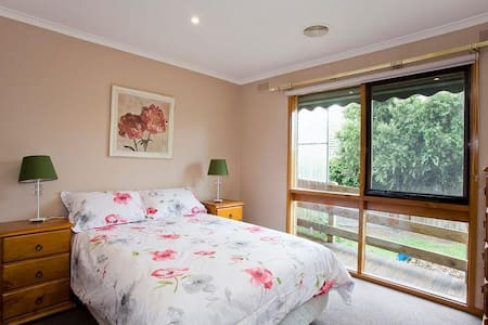 Geelong Holiday Home (sleeps 14) - Grovedale - Talo