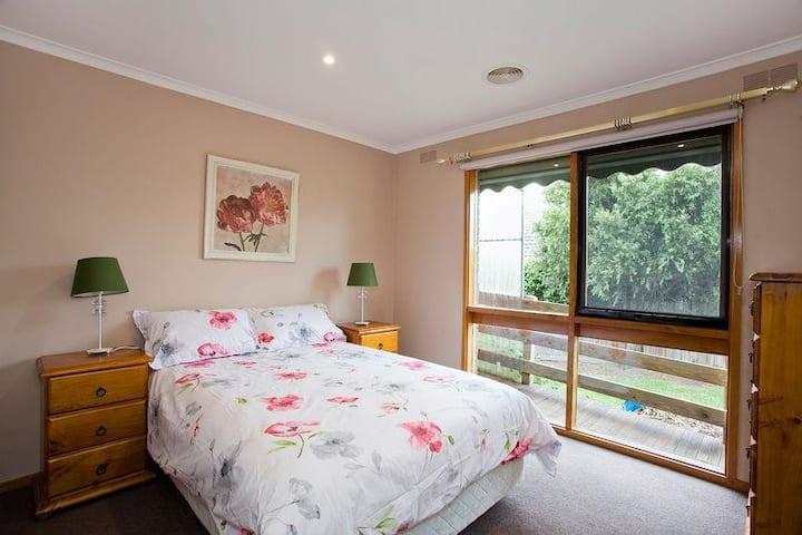 Geelong Holiday Home (sleeps 14)