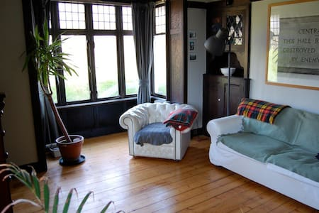 Cottage in Lenzie, 10 mins to city - Glasgow