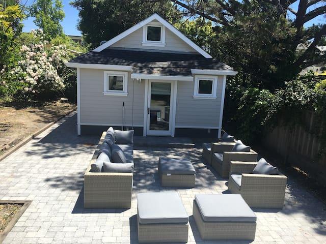 South Berkeley Cottage