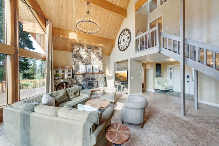 Cedar Cabin Luxury home on 20 acres of forest