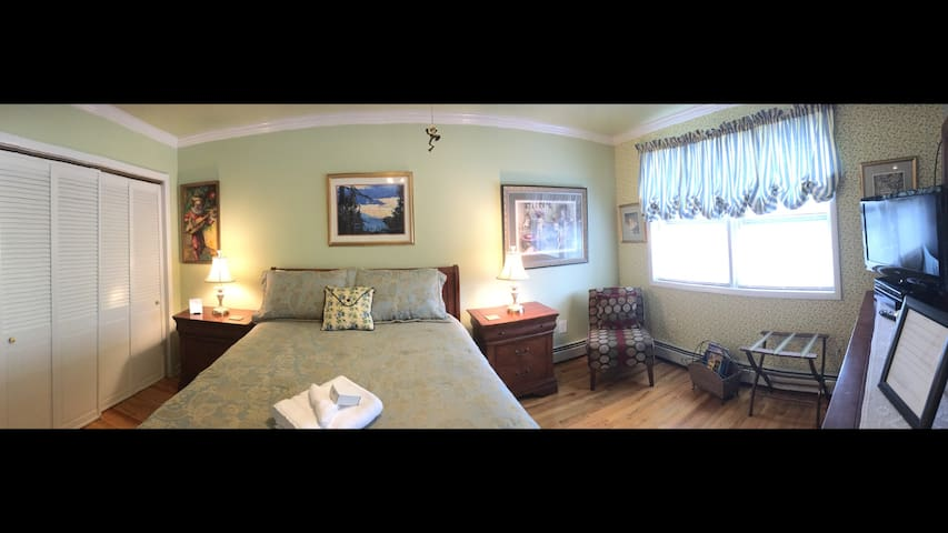 Great suite w/private bath near NYCity/EWR airport