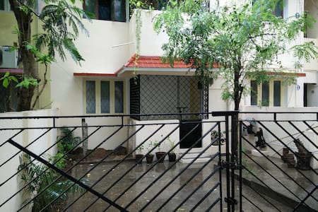 800sq ft flat near beach and Kalakshetra, Beasant. - Flat