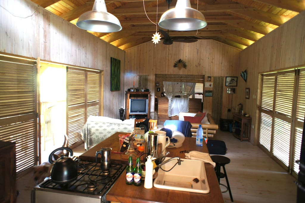 200m2 Loft mit Wohnküche, Lounge sowie schlafen und baden.
