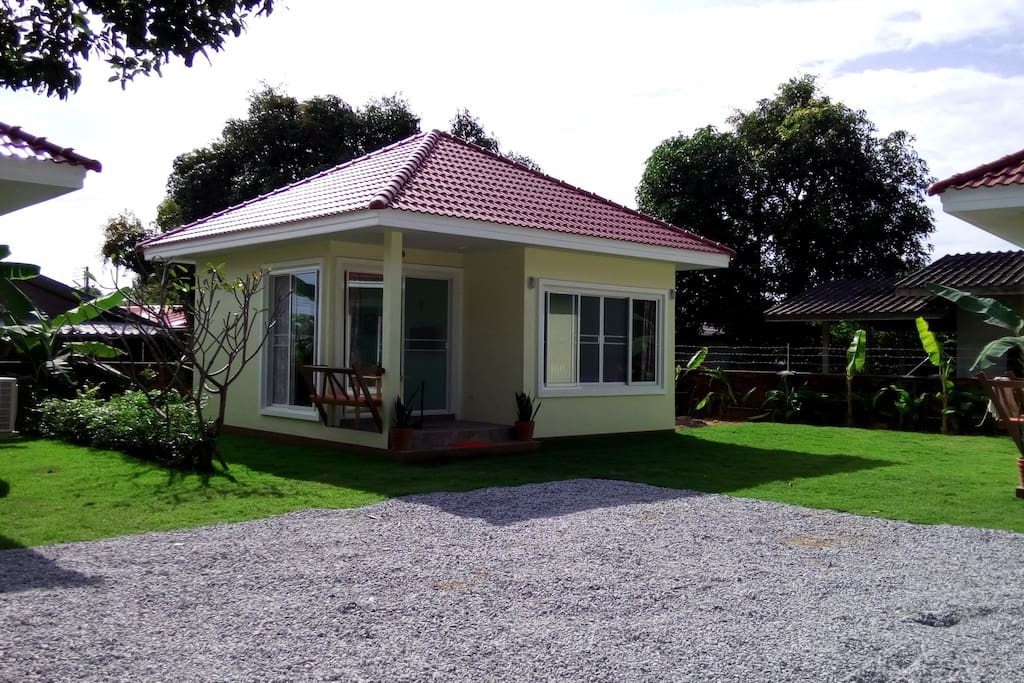 Individual 1 Bedroom bungalow+shower room+kitchenette.