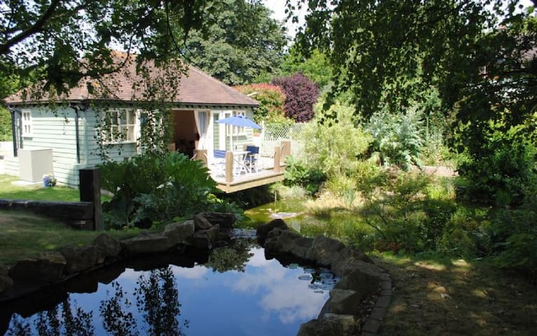 The Boat House Retreat - Eastergate - Chalet