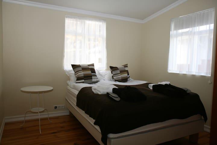 Double room in a cozy old Villa - Kopavogur - Villa