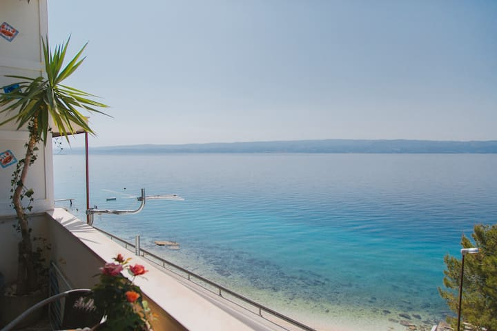 Apartment on the coast near Split - krilo jesenice - อพาร์ทเมนท์