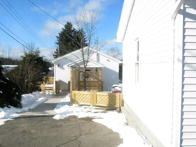 Antigonish self contained guest cottage - Antigonish - เกสต์เฮาส์