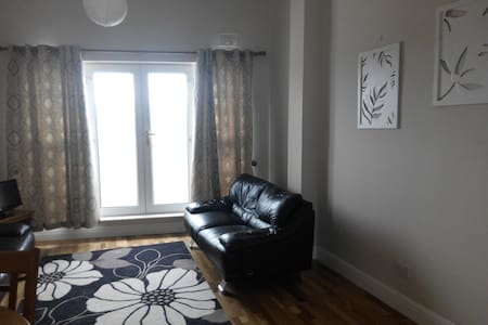 Full Apartment  in Sligo  centre.  2 Level Apartment 2 Double Bedrooms(one is en-suite ) There is a main bathroom. Spacious living room and fitted kitchen Balcony (Mountain View - Benbulben ) Available for the Fleadh Cheoil.