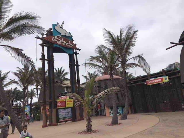 Durban Beach Front Holiday Apartment 4-5 sleeper🏝