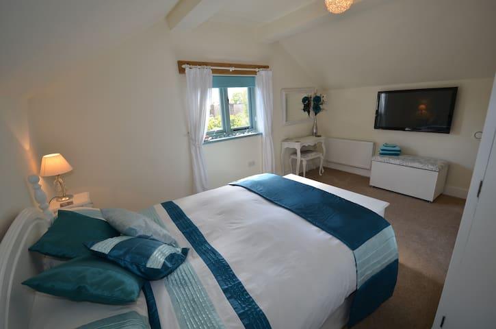Double bedroom shower room Banstead from £50 - Banstead - Bed & Breakfast