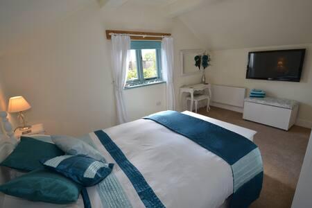 Double bedroom shower room Banstead - Banstead
