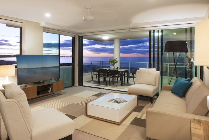 Large 2.5 Bedroom Sky Home Kirra Beach