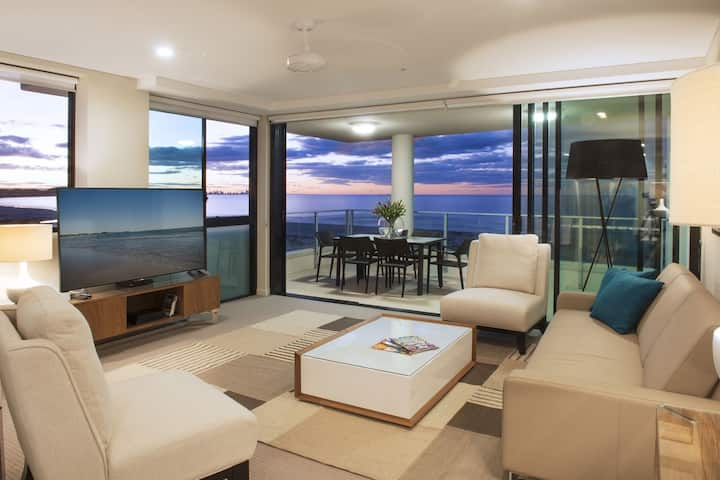 Luxury  2.5 Bedroom Apartment Amazing Views