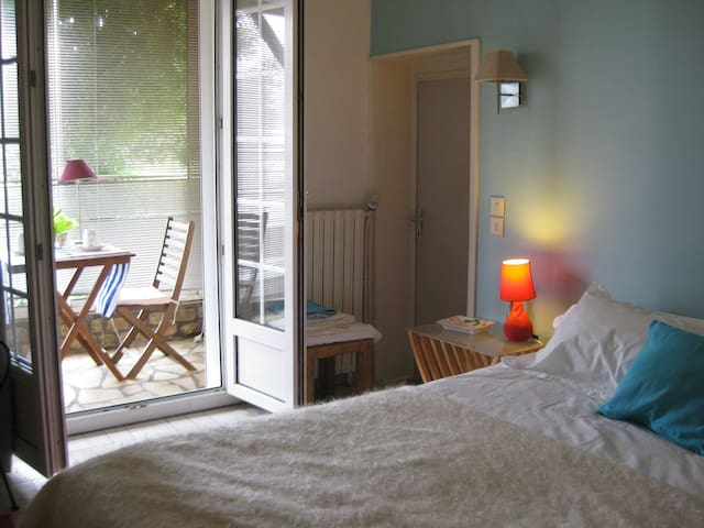 CHARMING  BEDROOM IN A BEACH HOUSE - Sainte-Marie-de-Ré - Bed & Breakfast