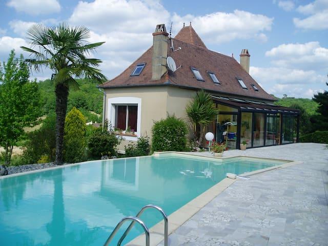 Grande maison, piscine/terrasse - Boissières - House