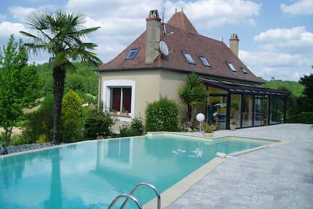 Grande maison, piscine/terrasse - Boissières - Hus