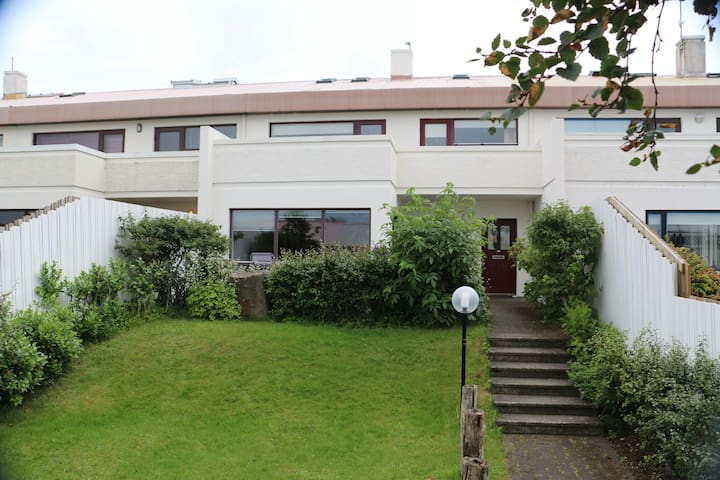 Spacious apartment with view over Reykjavík
