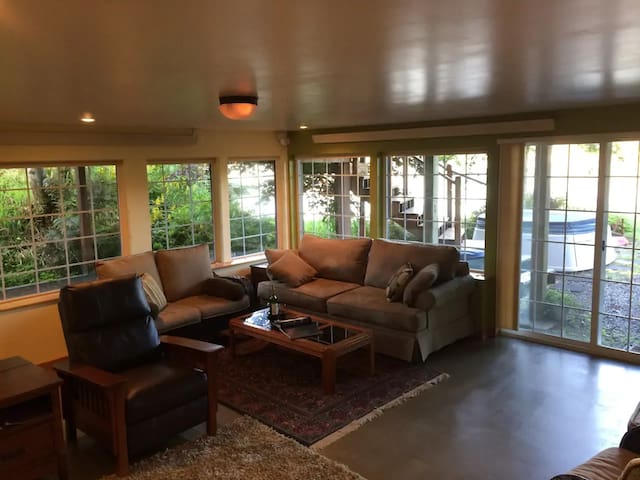 The Waterside - Orca Suite