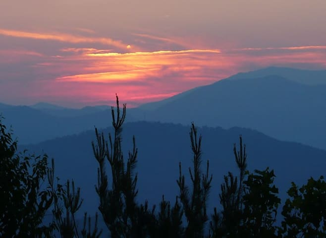 B&B at 4200ft with Great Views of Linville Gorge - Jonas Ridge - Bed & Breakfast