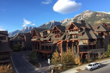 Canmore Mountainview 1BR/2BTH Penthouse Suite - Canmore - Appartement