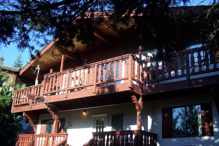 Whistler big and bright 1 bdrm suite/deck