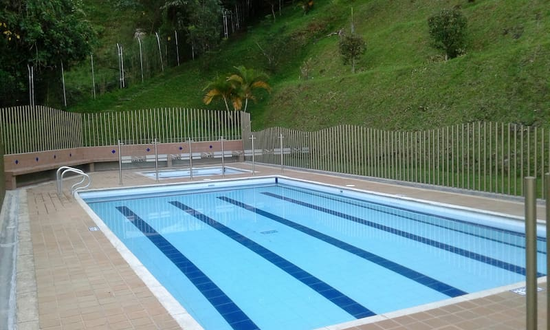 Clean and Modern Home ¨A World Away¨ - Envigado - House